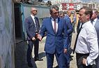 Премьер-министр РФ Дмитрий Медведев и губернатор Севастополя Сергей Меняйло (в центре) во время осмотра строящейся дорожной развязки в Севастополе