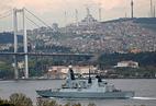 Британский эсминец HMS Daring в проливе Босфор, 24 апреля