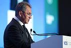 Министр обороны РФ Сергей Шойгу выступает на VI Московской конференции по международной безопасности