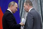 Президент России Владимир Путин и художественный руководитель Театра наций Евгений Миронов