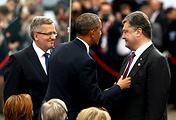 President of Poland Bronislaw Komorowski (L), US President Barack Obama (C) and Ukrainian President-elect Petro Poroshenko (R)