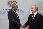 Myanmar's President Htin Kyaw and Russian President Vladimir Putin