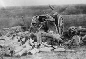 Американские артиллеристы ведут огонь по позициям немцев в сентябре 1918 года