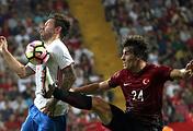 Эпизод из товарищеского матча между сборными Турции и России