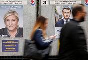 Предвыборные плакаты Марин Ле Пен и Эмманюэля Макрона