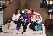 """Основательницы организации """"Я тебя слышу"""" Зоя Бойцева, Алла Маллабиу, одна из мам и их дети"""