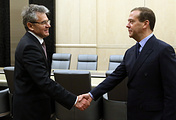 Глава РАН Александр Сергеев и премьер-министр РФ Дмитрий Медведев