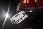 На месте столкновения пассажирского автобуса и поезда на железнодорожном переезде в Петушинском районе Владимирской области