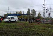 На месте столкновения пассажирского автобуса и поезда