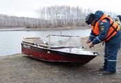 Одна из перевернувшихся лодок, обнаруженная на водоеме Аргази