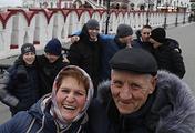Каролина Анатольевна и Анатолий Арсентьевич Уткины с сыновьями во время прогулки в Измайлово