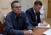Бывший министр экономического развития РФ Алексей Улюкаев и адвокат Тимофей Гриднев
