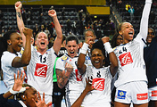 Французские гандболистки после четвертьфинала с командой Черногории