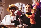 "Валентина Смирнова и Андрей Шавель с куклами из ""Петрушки"", Москва, 1994 год"