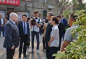 Посол РФ в КНР Андрей Денисов (слева)
