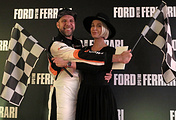 """Телеведущий Арчи (Артур Цветков) (слева) на премьере фильма """"Ford против Ferrari"""" в кинотеатре """"Москва"""""""