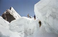 """Эверест называют """"горой смерти"""": многие спортсмены погибли, пытаясь его покорить. Но он остается самой желанной целью для всех альпинистов"""