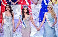 """Победительница """"Мисс Мира - 2017"""" Мануши Чхиллар с мексиканкой Андреа Мезе и британкой Стефани Хилл, занявшими второе и третье места"""