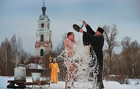 Во время крещенского омовения в селе Новленском, Ивановская область