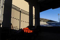 Вид на Центральный стадион Екатеринбурга через одни из служебных ворот