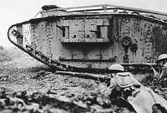 Танк Mk одной из первых моделей во время боевых действий