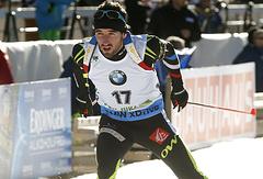 Французский биатлонист Жан-Гийом Беатрикс