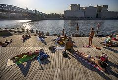 Городской пляж на Пушкинской набережной