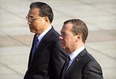Премьер Госсовета КНР Ли Кэцян и премьер-министр России Дмитрий Медведев