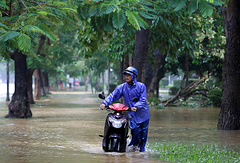 Затопленные улицы в городе Хюэ