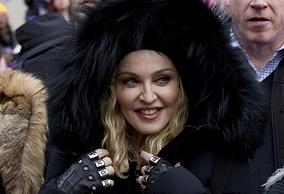 Мадонна перед выступлением на марше протеста против Дональда Трампа в Вашингтоне