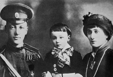 Николай Гумилев с Анной Ахматовой и сыном Львом