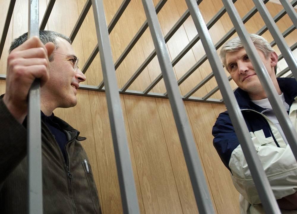 May 16, 2005. Ex-head of Yukos Mikhail Khodorkovsky and head of Menatep company Platon Lebedev (L to R) during the sentencing at Meshchansky Court