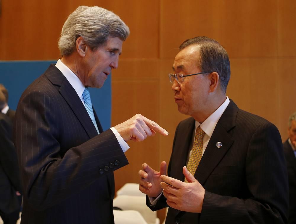 US Secretary of State John Kerry (L) speaks to U.N. Secretary-General Ban Ki-moon prior to peace talks in Montreux
