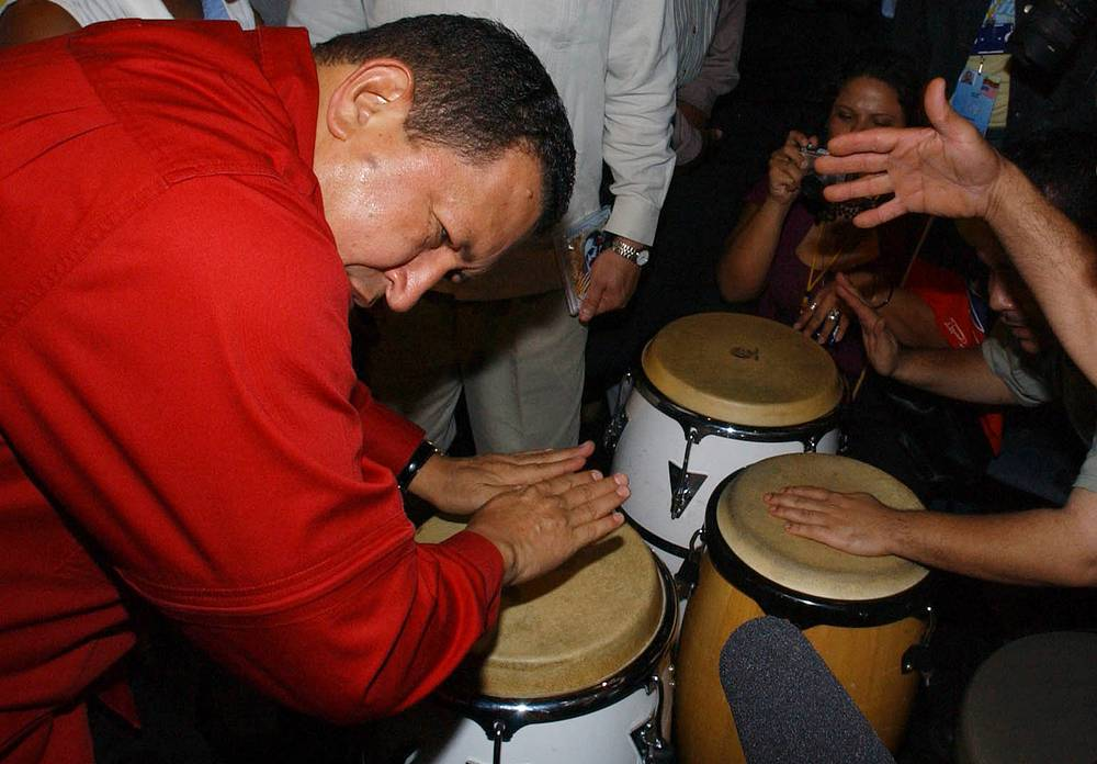 One of the most eccentric politicians ever, late Hugo Chávez played drums for new-yorkers on a US visit in Sep. 2005