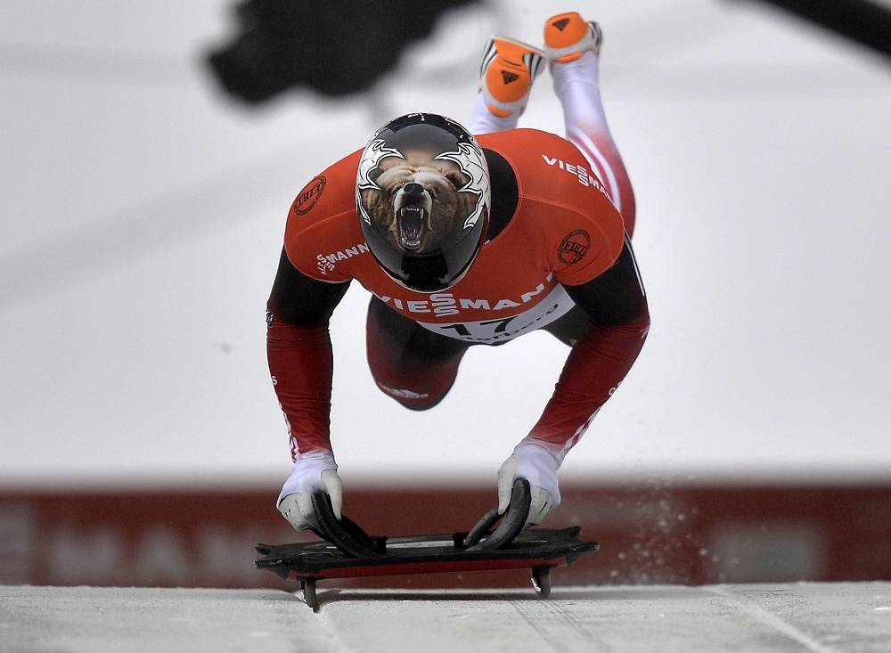 Dave Greszczyszyn from Canada had a Grizzly on his helmet at the men's skeleton World Cup in Germany