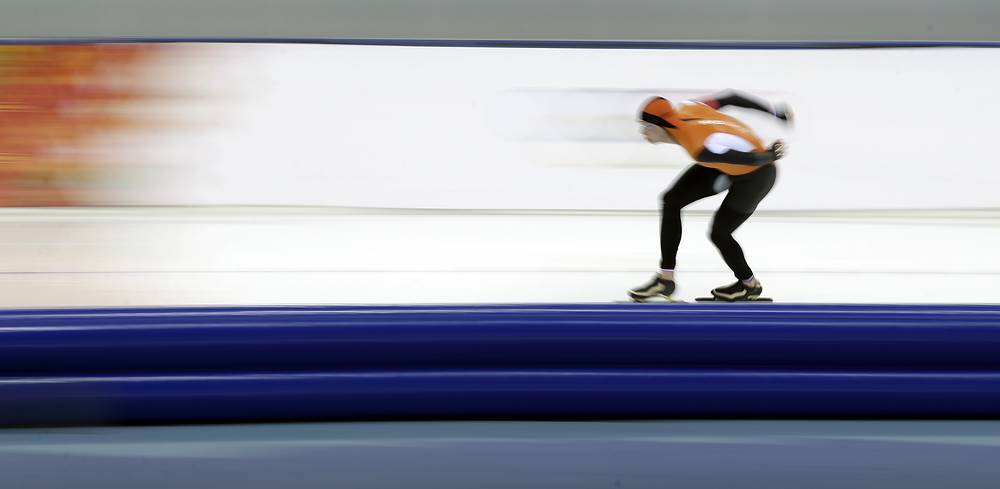 Sven Kramer of the Netherlands set a new Olympic record. He ran the 5000 m race in 6.10,76 seconds