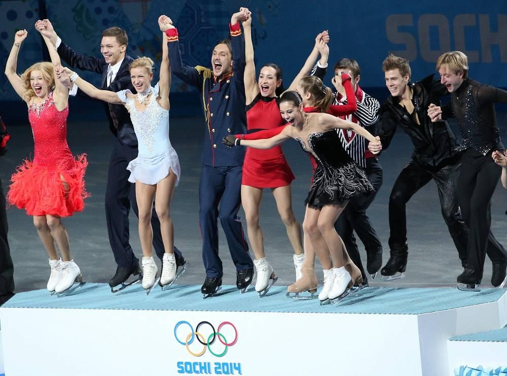 Russian athletes Ekaterina Bobrova and Dmitry Solovyov, Tatiana Volosozhar, Maxim Trankov, Ksenia Stolbova and Fedor Klimov, Yulia Lipnitskaya, Elena Ilyinykh, Nikita Katsalapov and Evgeni Plushenko (left to right), who won gold medals in team competition
