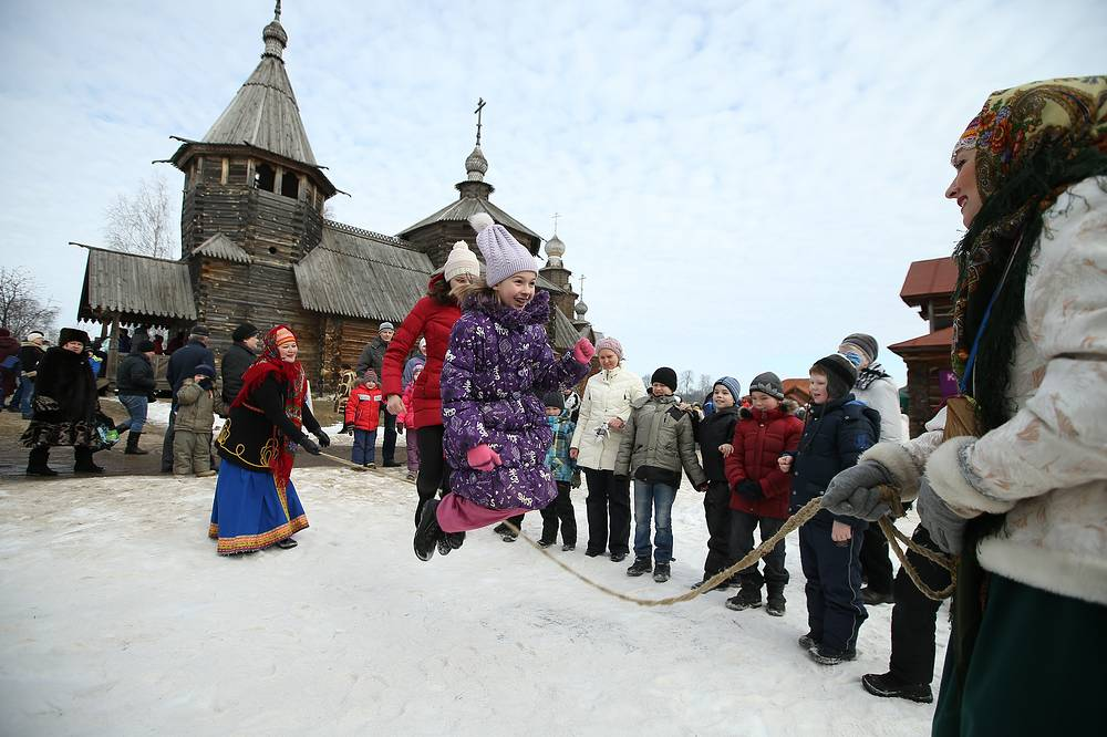 Maslenitsa celebration in Suzdal