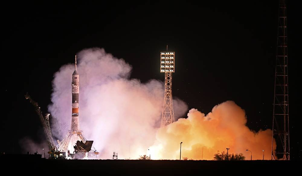 Soyuz TMA-10M rocket blast off from Baikonur cosmodrome to take a new crew to the ISS