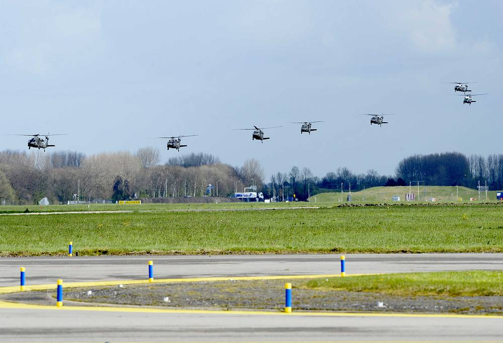 A US helicopter squadron return after flying US President Obama to the Rijksmuseum on Schiphol airport in Amsterdam
