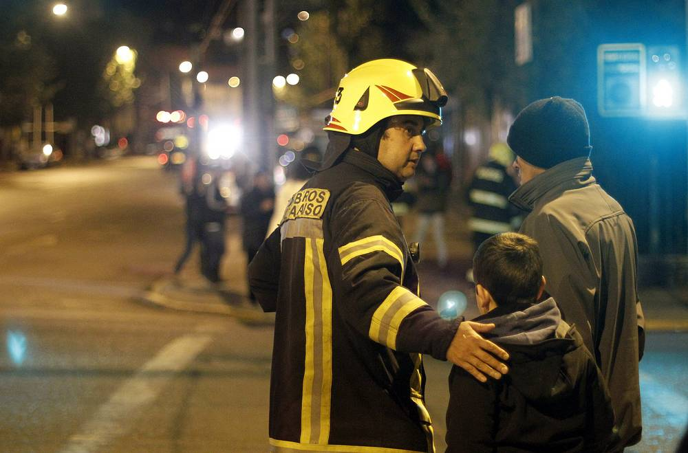 Firemen help in the evacuation of people