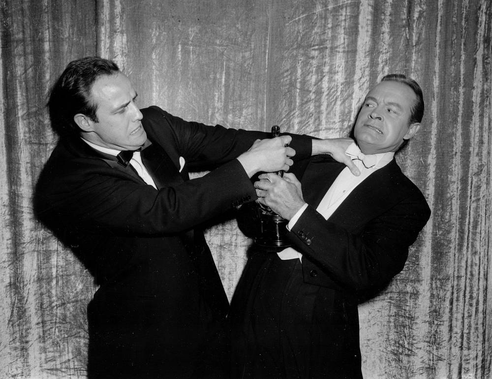 Marlon Brando got his first Oscar award for 'On the Waterfront'. Photo: Marlon Brando and Bob Hope at the award ceremony
