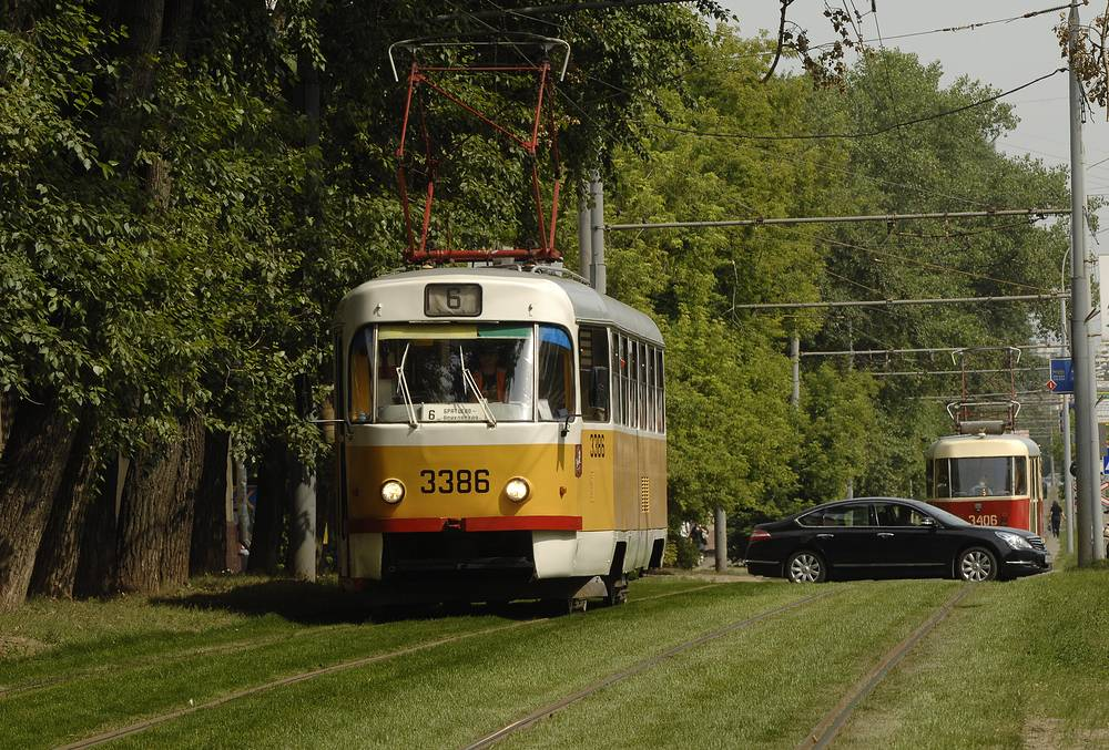 Nevertheless, older models still function. Photo: Moscow tram in 2009