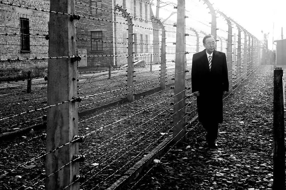 UN Secretary-General Ban Ki-moon walks along the barbed wire fence at the former German Nazi Concentration Camp Auschwitz