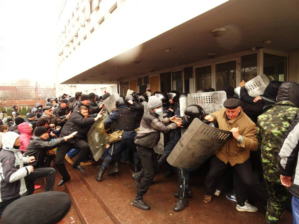 In Mariupol, the second largest city in Donetsk Region, protesters on Apr. 13 seized the building of the city council