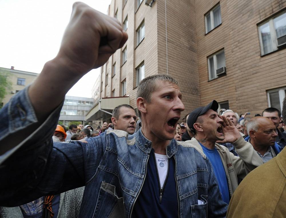 Earlier the same day, protesters seized the regional administration building and the Office of Public Prosecutor
