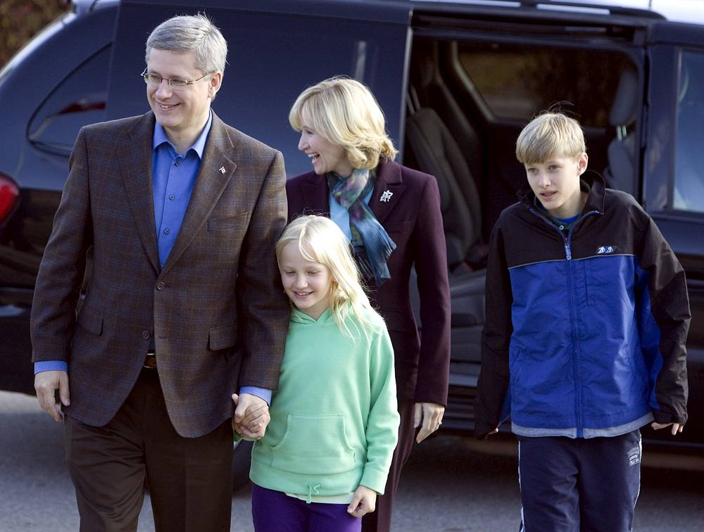 Canadian Prime Minister Stephen Harper (L) with daughter Rachel, wife Laureen and son Ben