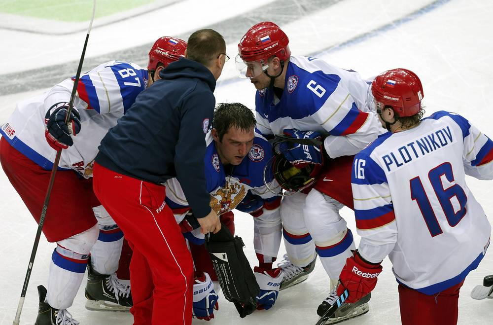 Alexander Ovechkin with his teammates