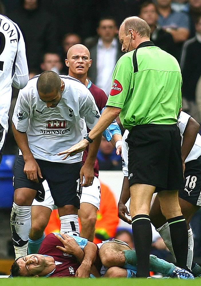 In 2006 Tottenham Hotspurs' Jermaine Defoe bit West Ham United's Javier Mascherano  (photo, lies on the pitch). The player went unpunished for his action