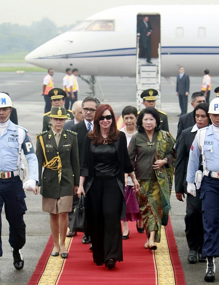 Argentina President Cristina Kirchner arrives at Djakarta airport in 2013